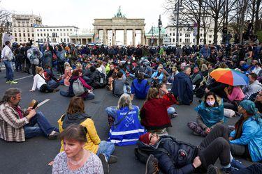 Cientos de personas se manifiestan en Berlín contra ley de confinamiento para frenar una tercera ola de Covid-19