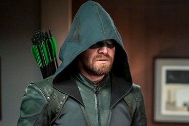 El Blu-Ray de la última temporada de Arrow incluirá toda la Crisis en Tierras Infinitas