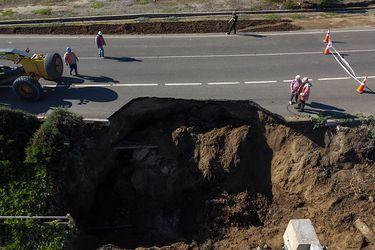 Cierran ruta que une Zapallar y Papudo por socavón en la mitad del camino