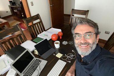 Conectados desde sus casas y lidiando con el modo online: Cómo gerentes de icónicas empresas cambiaron sus rutinas en Chile