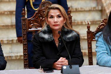 Presidenta interina de Bolivia, Jeanine Áñez, confirma que dio positivo en examen de coronavirus