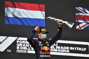 Verstappen vence a Hamilton y a la lluvia en un accidentado Imola