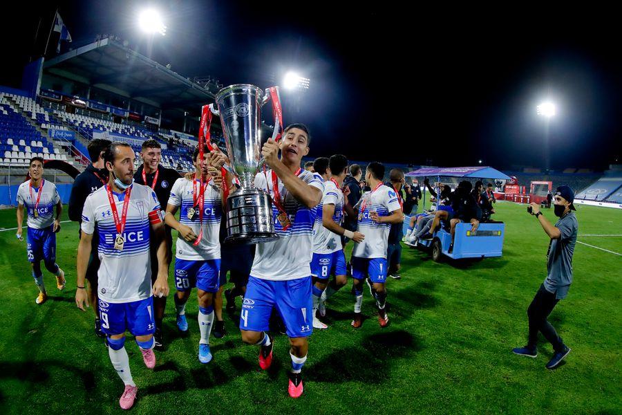 Universidad Católica es el actual campeón del fútbol chileno. De la mano de Gustavo Poyet espera ir ahora por la cuarta corona consecutiva (las anteriores fueron conseguidas por Beñat San José, Gustavo Quinteros y Ariel Holan).