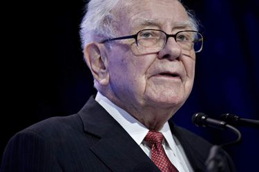 Warren Buffett, chairman and chief executive officer of Berkshire Hathaway Inc., speaks at the Goldman Sachs 10,000 Small Businesses Summit in Washington, D.C., U.S., on Tuesday, Feb. 13, 2018. Goldman's 10,000 Small Businesses is an investment that brings economic opportunity and assists entrepreneurs to create jobs by providing better access to education, capital and business support services. Photographer: Andrew Harrer/Bloomberg