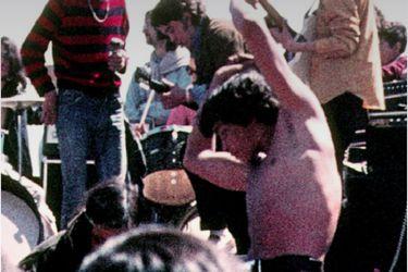 """Un alargador de 3 km, un escenario en San Carlos de Apoquindo y una roca dinamitada: las desconocidas historias de Piedra Roja, a 50 años del """"Woodstock chileno"""""""