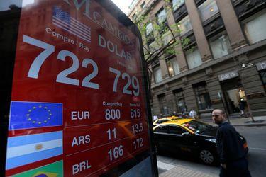 Dólar registra un claro retroceso por alza del cobre y expectante a medidas de estímulo en EEUU