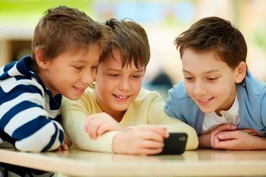 ¿Es apropiado dar un teléfono a un niño?