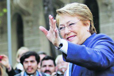 """Bachelet en foro sobre mujeres: """"Si yo no hubiera sido ministra de Defensa jamás mi partido me hubiera llevado como candidata a la Presidencia, teniendo una larga historia política"""""""