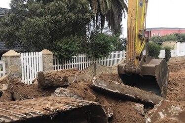 Fundación Nicanor Parra pide detener obras viales que están causando daño a casa/tumba del antipoeta