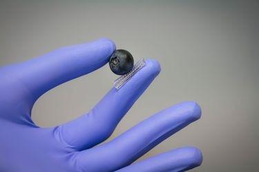 Crean guante electrónico que da sensibilidad táctil a robots