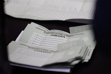 De color verde y con lista de electores en el padrón: Servel presentó el voto indígena para la elección de constituyentes