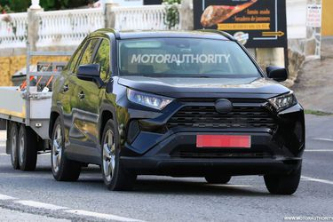 2020-toyota-rav4-plug-in-hybrid-spy-shots--photo-credit-s-baldauf-sb-medien_100712934_h