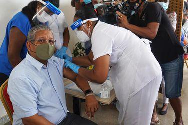Seychelles, la nación más vacunada del mundo, experimenta una renovada ola de Covid-19