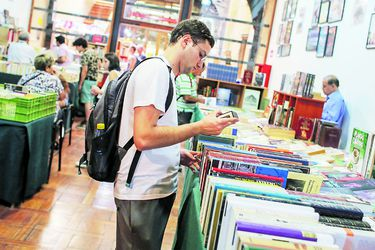 De Parra a Proust y de $500 a $2 millones: los hits de la Feria del Libro Usado