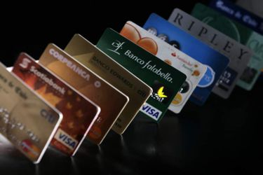 Tarjetas Bancarias y de Tiendas de Retail.