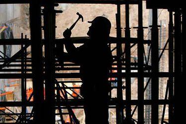 Encuesta UC:  se ha recuperado menos de la mitad de empleo perdido durante la crisis