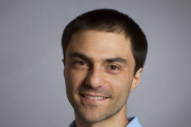 Papeles que se queman, gente esperando la micro: el fascinante trabajo del chileno Daniel Remenik que logró importante premio internacional por su contribución al desarrollo de las matemáticas