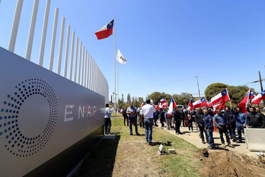 CONCON: Protesta de trabajadores de ENAP por anuncio de despidos