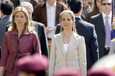 """""""Se nos ofreció y accedimos"""": La polémica vacunación de las hermanas del rey de España en Abu Dhabi"""