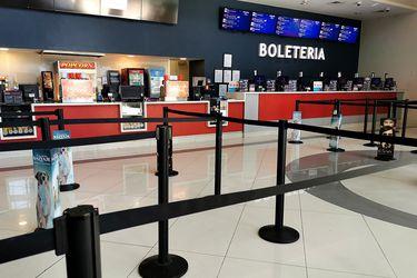 Con aforo limitado, butacas distanciadas, venta de tickets online: así se podrá asistir al cine en pandemia