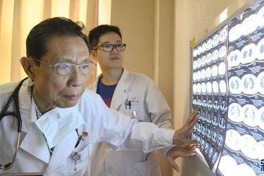 """Epidemiólogo chino """"héroe del SARS"""": Pugna política con EE.UU. puede afectar investigación del origen del coronavirus"""