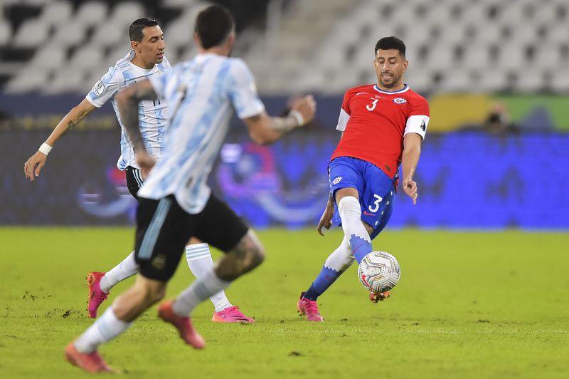 Guillermo Maripán fue uno de los buenos valores en el 1-1 ante Argentina.