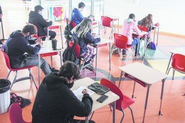Mineduc proyecta que el 21% de colegios con 4° año medio estará en las aulas en próximas semanas