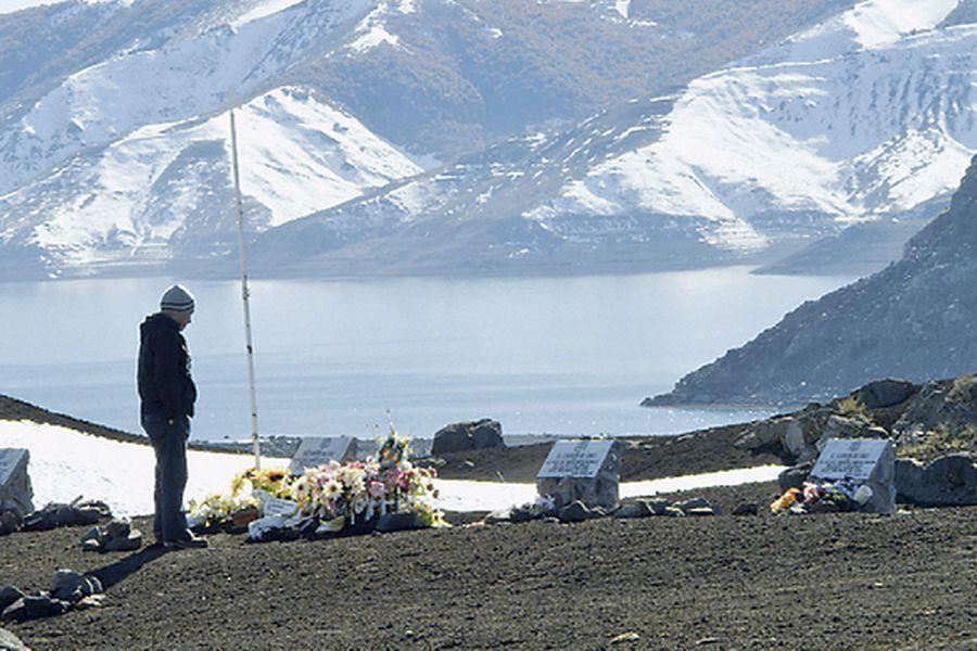 Volcán de Antuco, uno de los sobrevivientes visita la zona