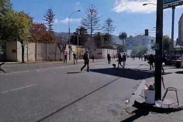 Al menos 43 detenidos en Valparaíso y Concepción dejan manifestaciones registradas este lunes en el país