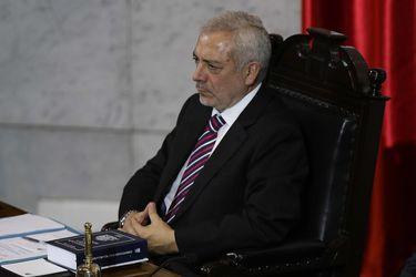 Buscaba textos de derecho constitucional: Los descargos de Raúl Guzmán ante los senadores por cita en restorán de San Miguel