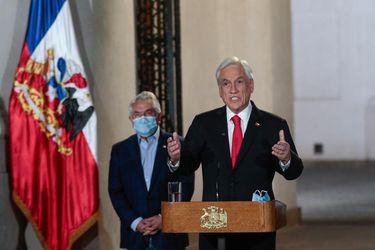 """El dilema del """"triunfalismo"""" de Piñera y lo que arriesga con la propuesta de aplazar las elecciones"""