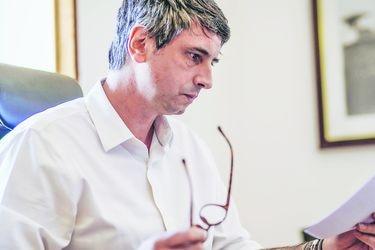 """Andrés Couve, ministro de Ciencias: """"Tenemos aseguradas dosis para 16 millones de personas, prácticamente toda la población"""""""