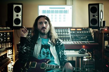 John Frusciante electrónico: así suena el último adelanto de su nuevo disco
