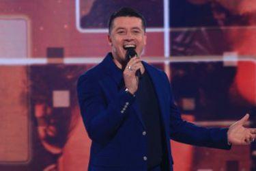 Contagio por Covid-19 del cantante Leandro Martínez activa protocolos en organizadores de Vamos Chilenos