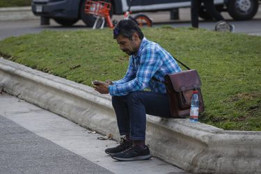 Crisis sanitaria sigue impactando al mercado laboral y desempleo llega a 10,2% en el trimestre noviembre - enero