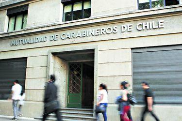 La sombra del fraude vuelve a posarse sobre la policía: Allanan la Mutualidad de Carabineros