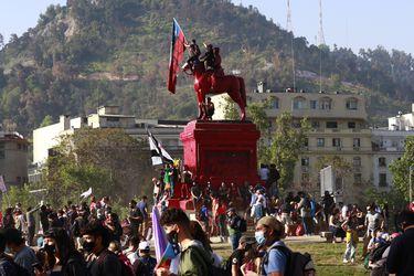 ¿Mercado chileno inmune a la violencia? Las razones del inesperado desempeño de las acciones y dólar tras el nuevo 18-O