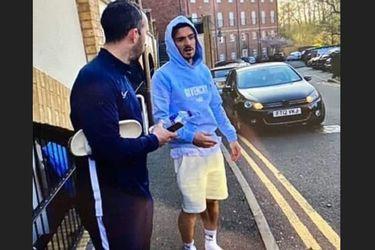 El capitán del Aston Villa rompe la cuarentena y choca por manejar en pantuflas
