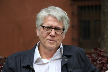 """Mario Montalbetti: """"El poema no necesita ponerse al día, siempre será una crítica del lenguaje"""""""