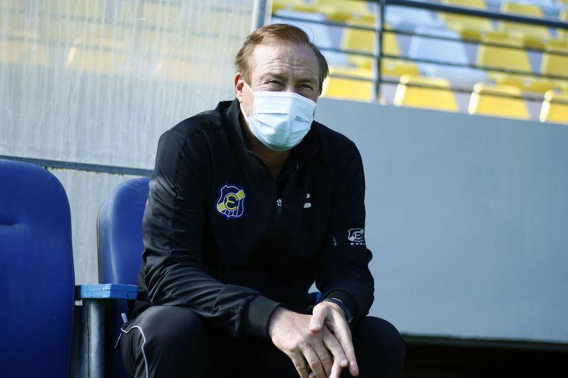 Roberto Sensini, durante el duelo entre Everton y Colo Colo. FOTO: Agencia Uno.