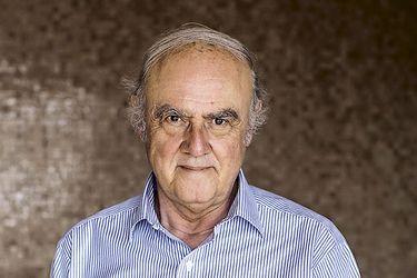 """Agustín Squella: """"No veo ninguna posibilidad de que la actual oposición vuelva al gobierno si no es incluyendo desde la DC al Frente Amplio"""""""