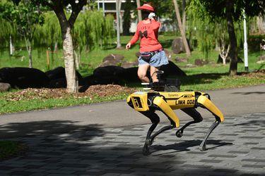 El perro robot que busca evitar la propagación del Covid-19 en Singapur