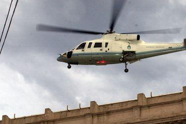 El dramático día en que De la Rúa renunció a la presidencia argentina y salió de la Casa Rosada en helicóptero