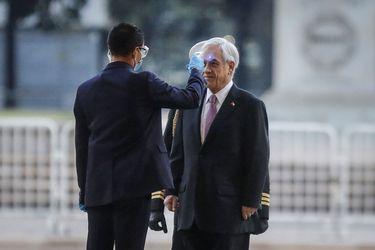 El presidente de la República, Sebastián Piñera, llega a La Moneda. A la entrada, se le toma la temperatura en medio de la pandemia por coronavirus.