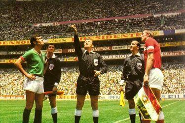A 50 años del día en que debutaron las tarjetas en el fútbol