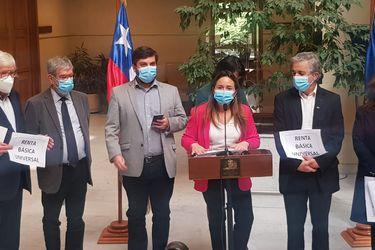 """Bancadas de Unidad Constituyente y Nuevo Trato critican diálogo con el gobierno: """"Los mínimos comunes son nuestra solución para los chilenos no para su fracasado Presidente"""""""