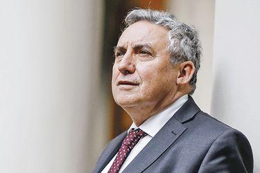 """Ennio Vivaldi, rector de la U. de Chile: """"La Constitución actual es una apología al egoísmo y al individualismo"""""""