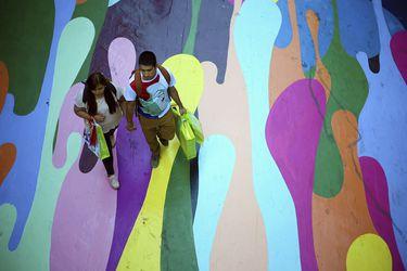 Así es el impresionante mural del Paseo Bandera en el casco histórico de Santiago