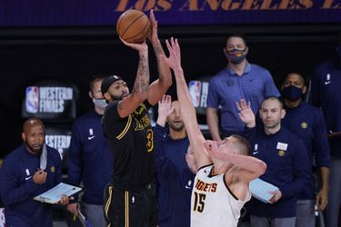 Lakers vencen a Nuggets con un tiro de Davis sobre la bocina