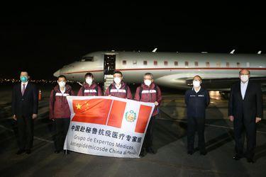 Con casi 3.500 muertos por Covid-19, Perú recibe misión médica china enviada por Xi para ayudar contra la pandemia